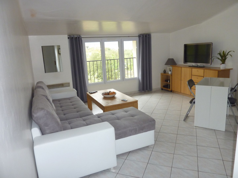 Location appartement Gemenos 765€ CC - Photo 1
