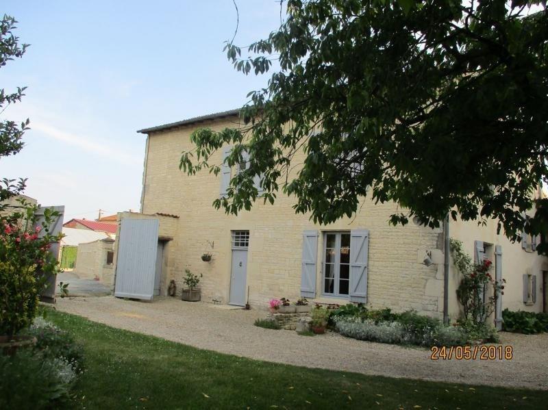 Sale house / villa La foye monjault 300000€ - Picture 1