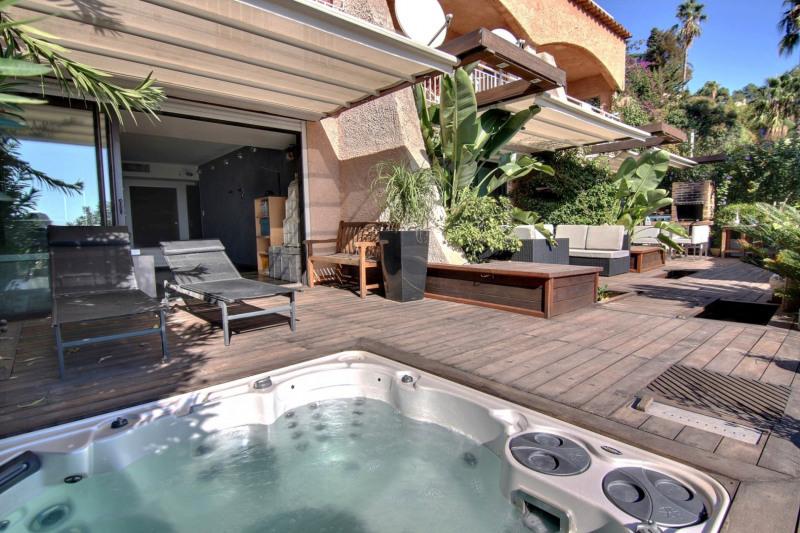 Deluxe sale apartment Golfe-juan 598000€ - Picture 2