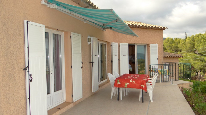 Vacation rental house / villa Cavalaire sur mer 1 400€ - Picture 2