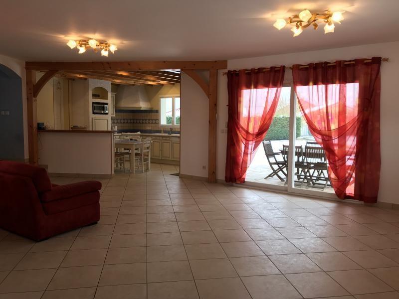 Location maison / villa Heyrieux 1200€ CC - Photo 2