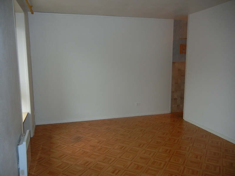 Rental apartment Voiron 338€ CC - Picture 1