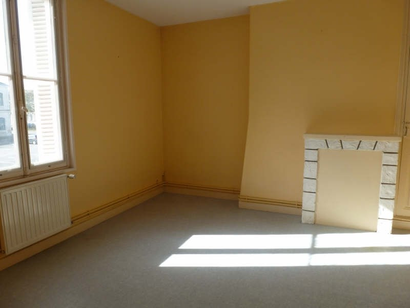 Location appartement Chatellerault 315€ CC - Photo 1