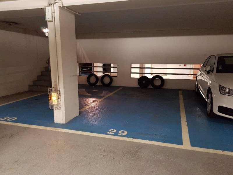 Rental parking spaces Paris 15ème 100€ CC - Picture 1
