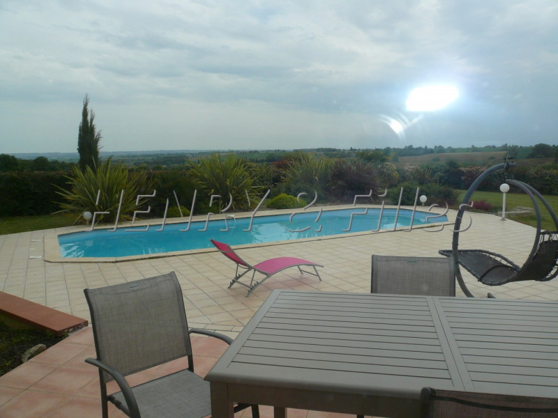 Sale house / villa L'isle jourdain 5 km 388000€ - Picture 1