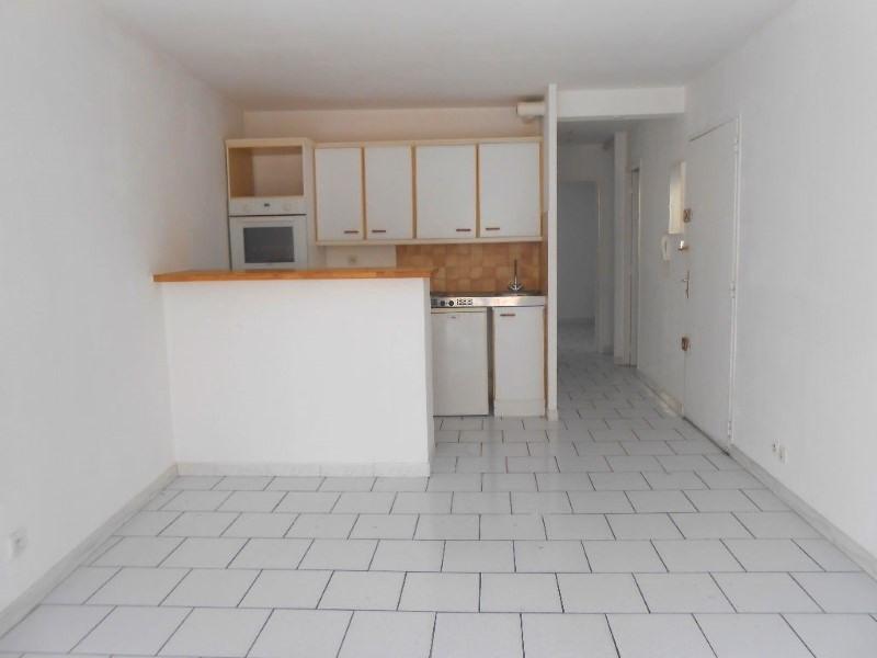 Rental apartment Martigues 584€ CC - Picture 1