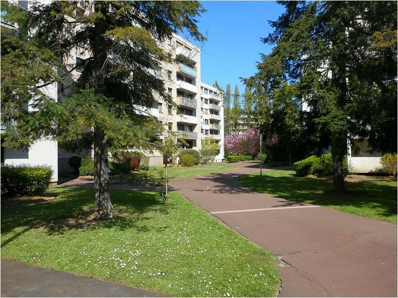 Rental apartment Athis mons 744€ CC - Picture 1