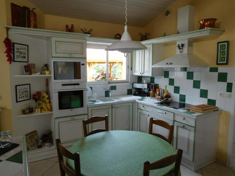 Sale house / villa St seurin sur l isle 299000€ - Picture 3