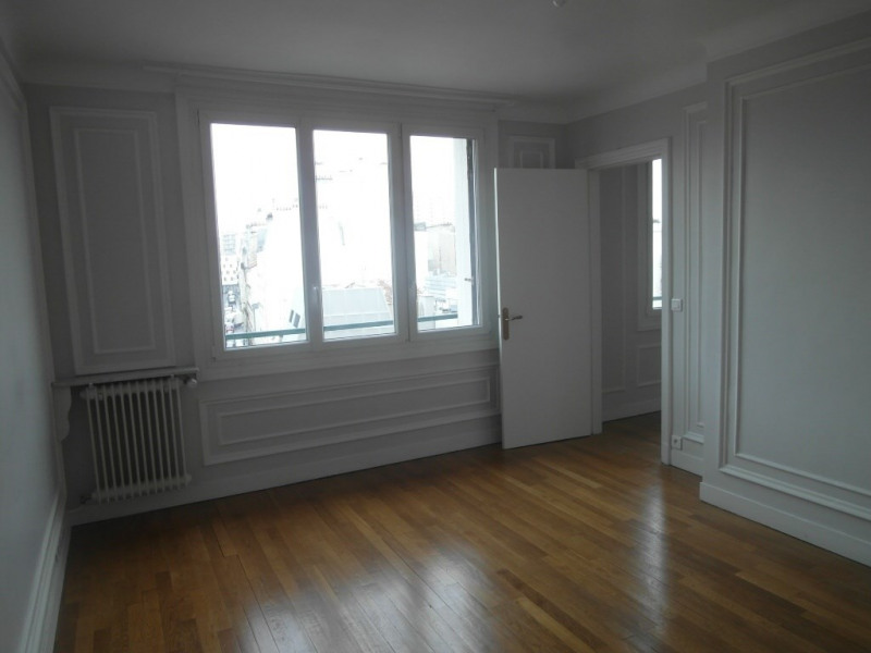 Location appartement Paris 15ème 2 330€ CC - Photo 2