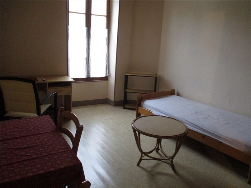 Rental apartment St jean d angely 280€ CC - Picture 2