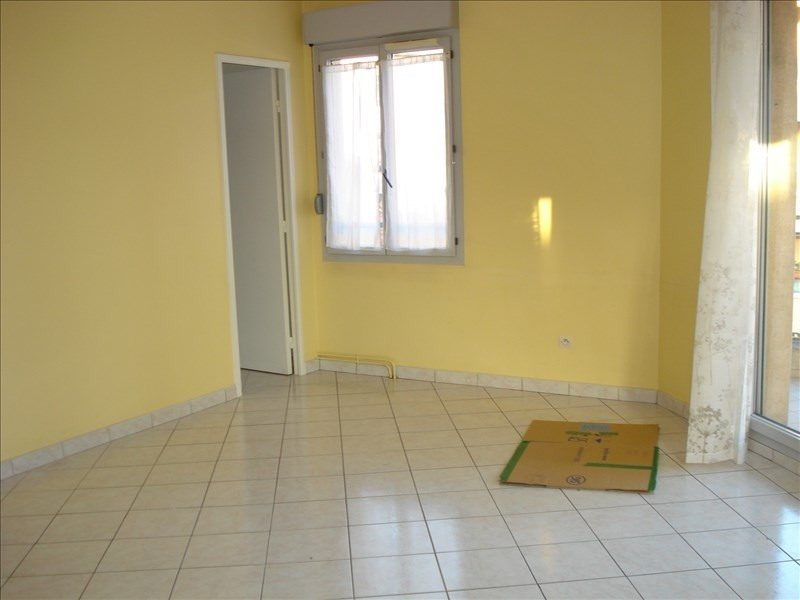 Rental apartment Ste colombe 710€ CC - Picture 2