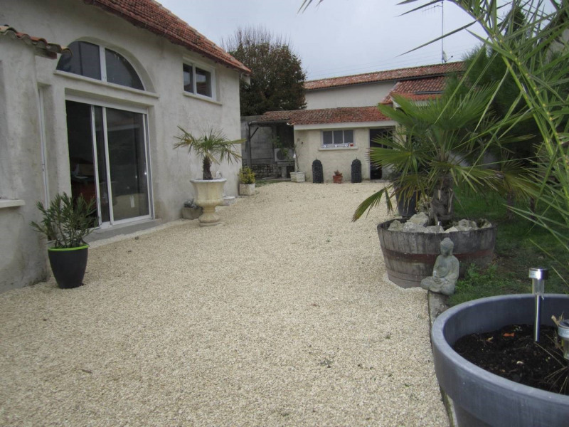 Sale house / villa Barbezieux-saint-hilaire 150 800€ - Picture 2