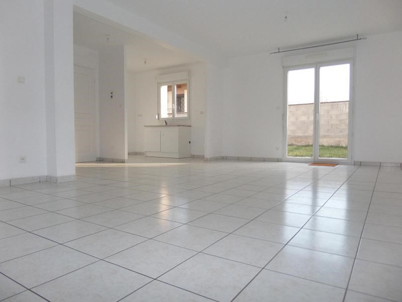 Location maison / villa St julien 896€ CC - Photo 3