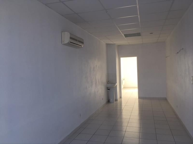 Location local commercial Chateaubernard 700€ HT/HC - Photo 3