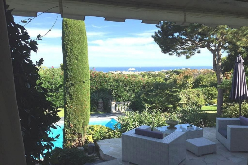 Deluxe sale house / villa Antibes 1 250 000€ - Picture 1