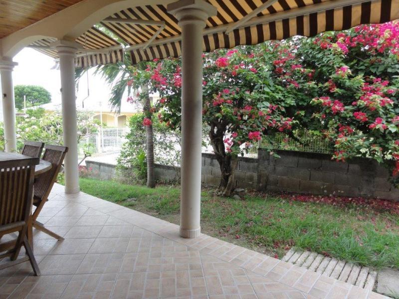 Sale house / villa Sainte anne 246100€ - Picture 1