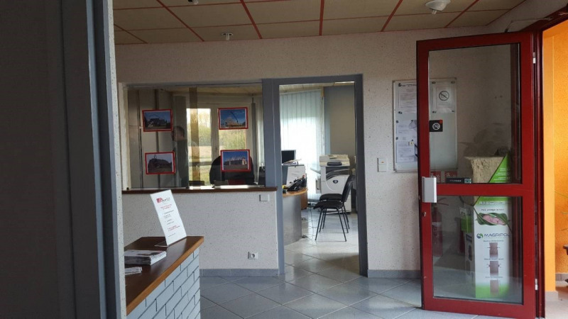 Location local commercial Branges 1 800€ +CH/ HT - Photo 5