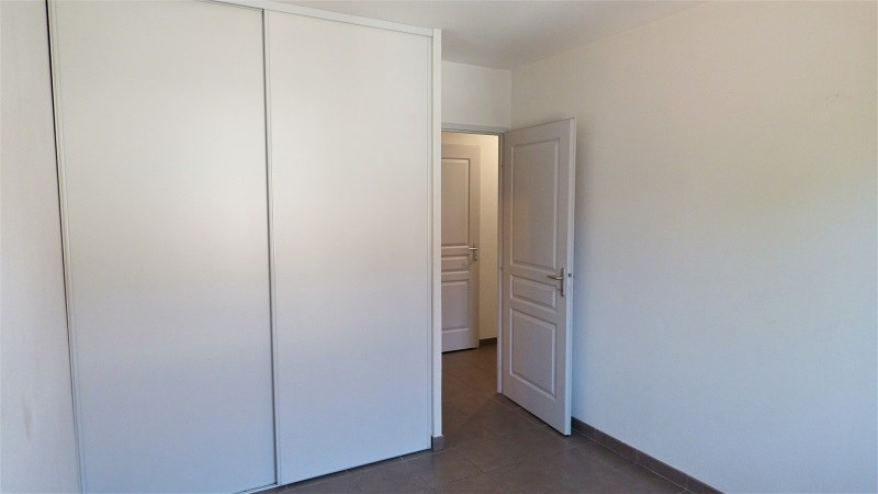 Rental apartment St genis pouilly 923€ CC - Picture 4