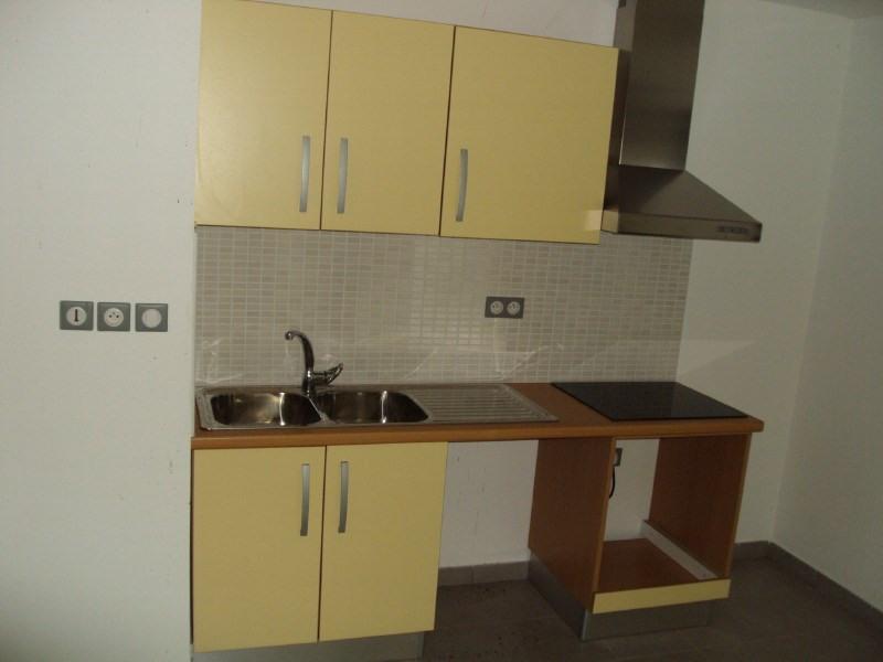 Rental apartment La riviere st louis 426€ CC - Picture 4