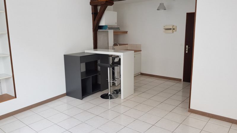 Location appartement Montlhery 490€ CC - Photo 1