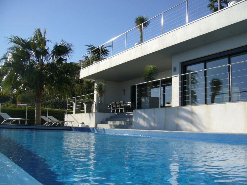 Villa contemporaire vue mer