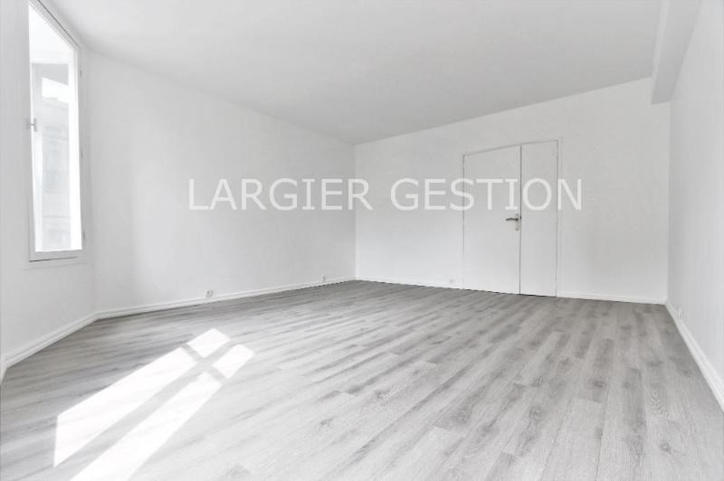 Location appartement Paris 2ème 2 340€ CC - Photo 5