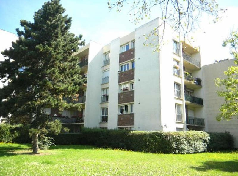 Location appartement Maurepas 544€ CC - Photo 1