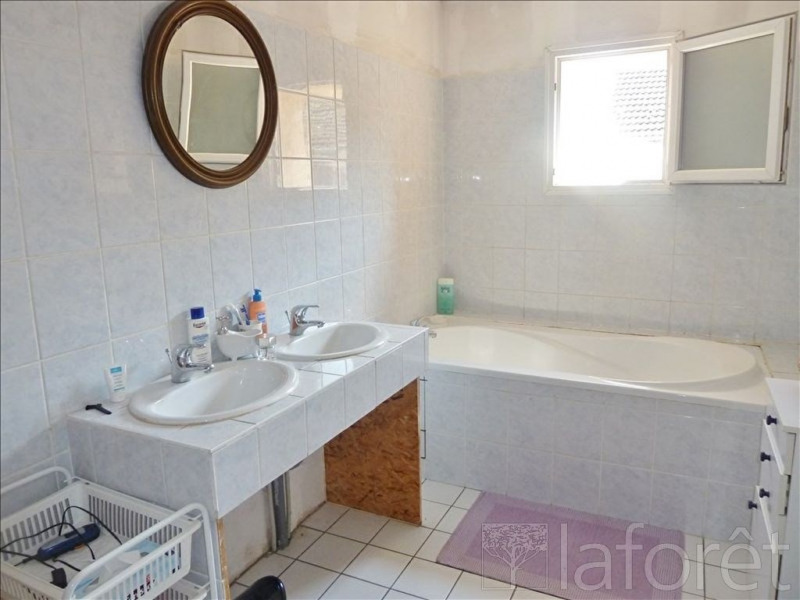 Sale house / villa St savin 178000€ - Picture 6
