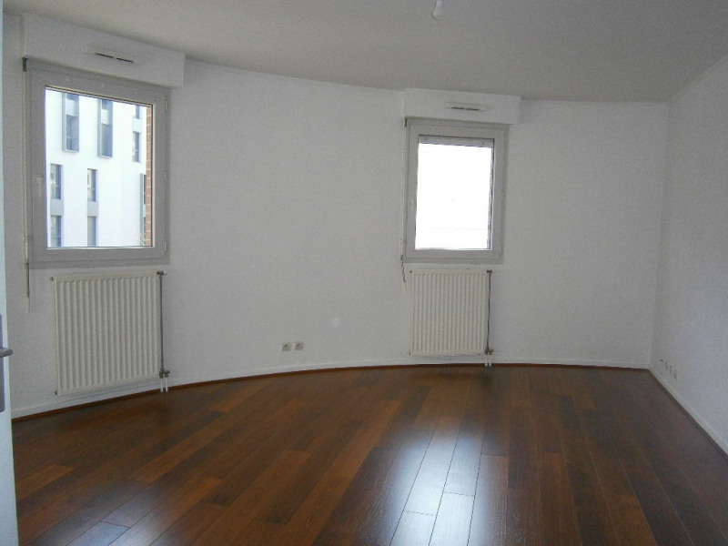 Location appartement Guyancourt 950€ CC - Photo 2