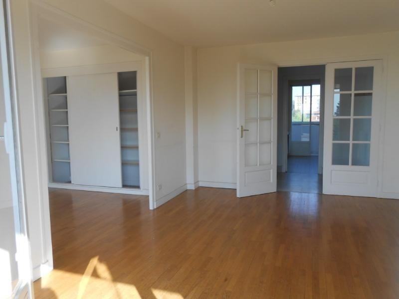 Location appartement Caluire 860€cc - Photo 2