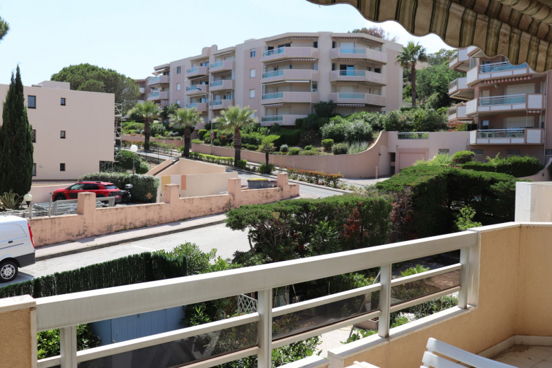 Vacation rental apartment Cavalaire sur mer 500€ - Picture 4