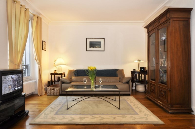 Location appartement Paris 8ème 2 260€ CC - Photo 1