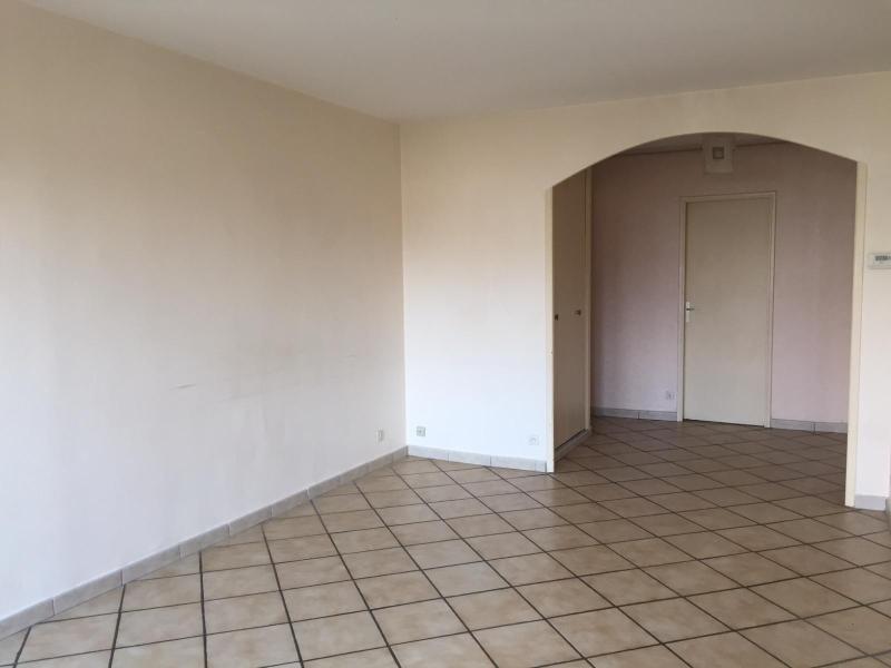 Location appartement Jassans riottier 699,58€ CC - Photo 2