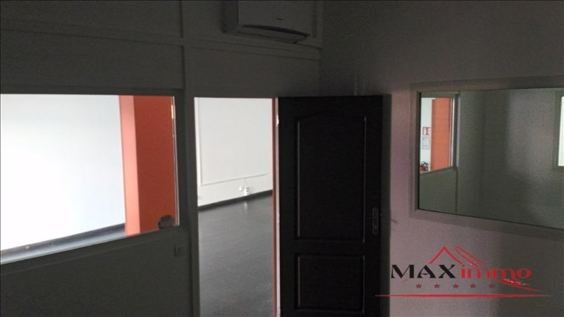 Location local commercial St pierre 2 500€ HT/HC - Photo 5