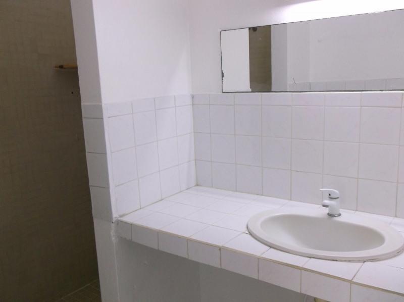 Rental apartment Le gosier 750€ CC - Picture 5