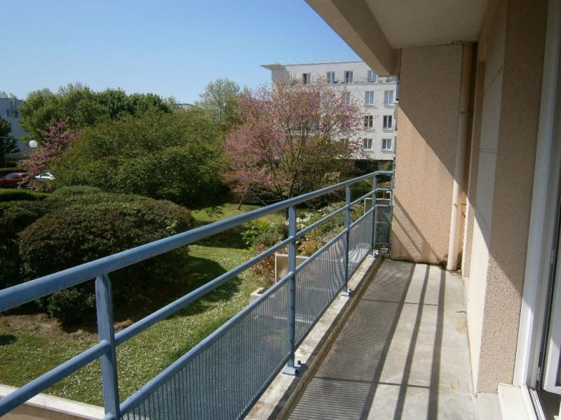 Location appartement Guyancourt 991€ CC - Photo 1