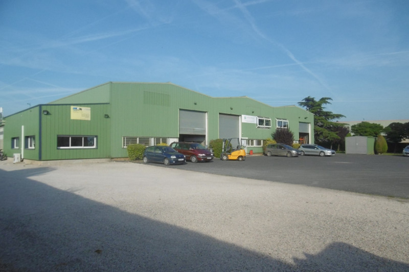 Location local commercial Toury 4956€ HT/HC - Photo 1