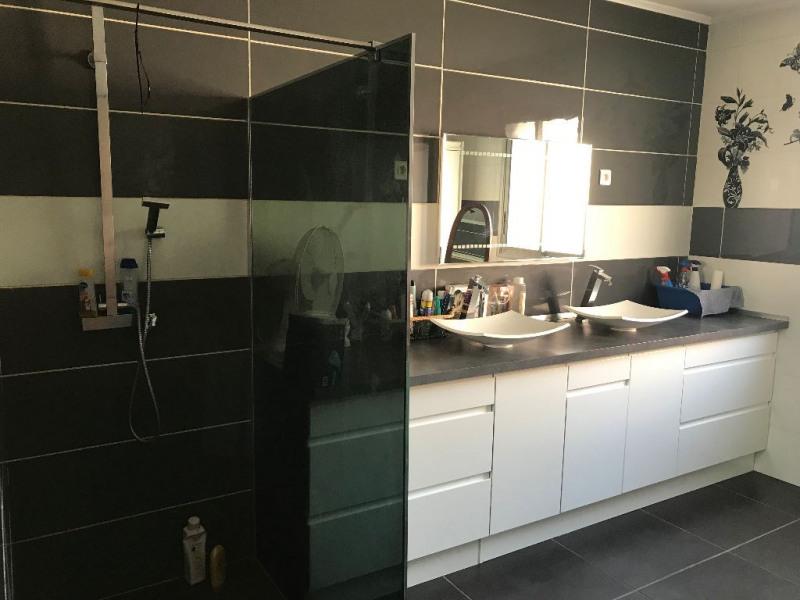 Sale house / villa Le cailar 265600€ - Picture 5