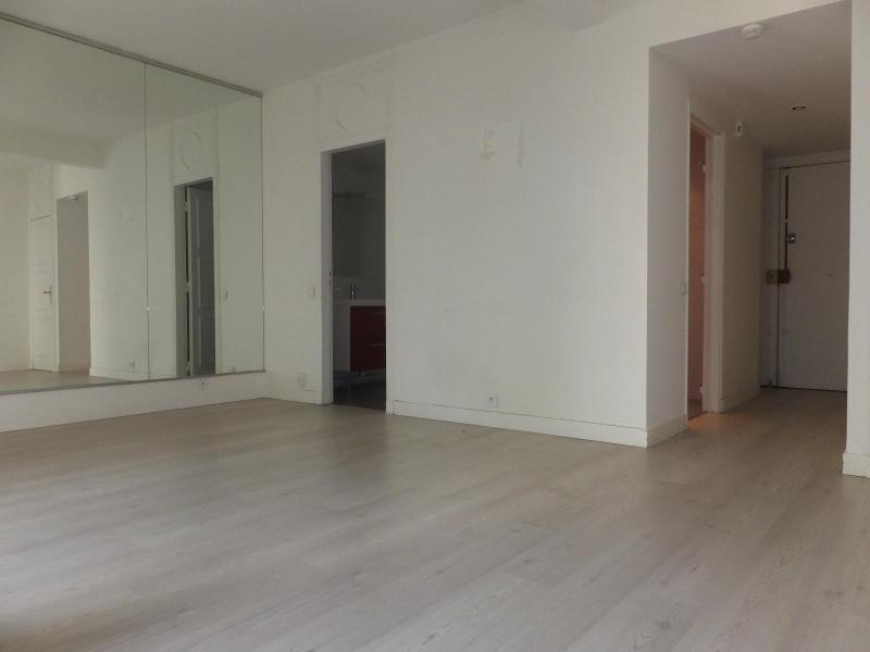 Location appartement Paris 4ème 1268€ CC - Photo 3