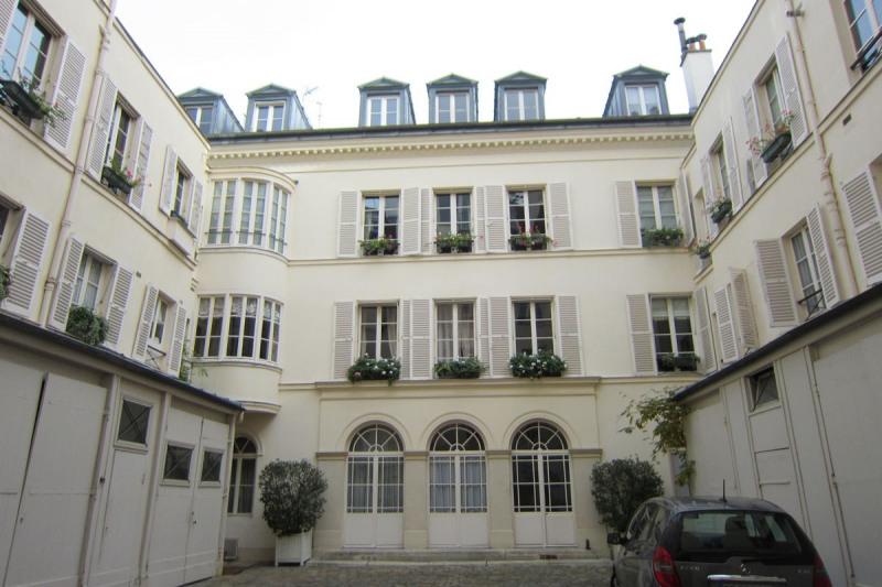Rental apartment Paris 7ème 1099€ CC - Picture 2