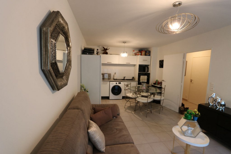 Rental apartment Nice 790€ CC - Picture 2