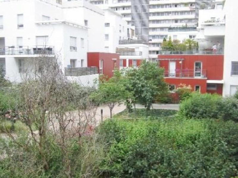 Rental apartment Lyon 8ème 832€ CC - Picture 2