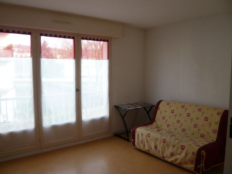 Rental apartment Laval 265€ CC - Picture 1