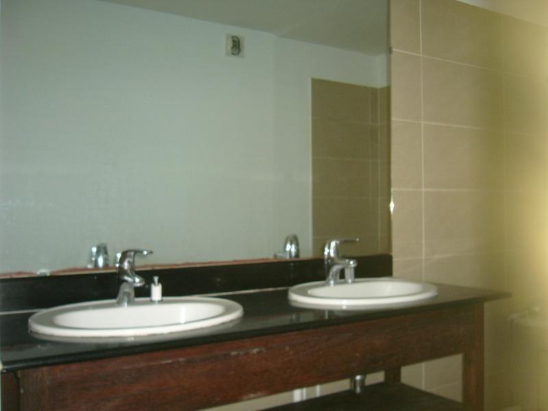 Rental apartment St denis camelias 630€ CC - Picture 7