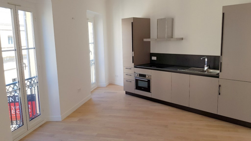 Sale apartment Nice 330000€ - Picture 1