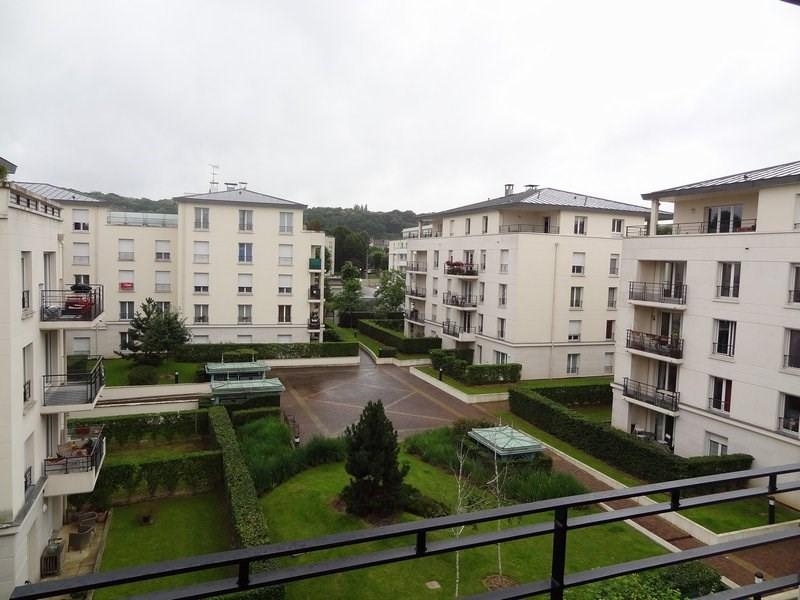 Rental apartment St cyr l ecole 912€ CC - Picture 5