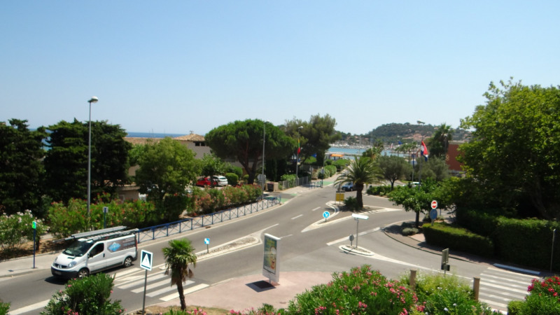Vacation rental apartment Cavalaire 520€ - Picture 1