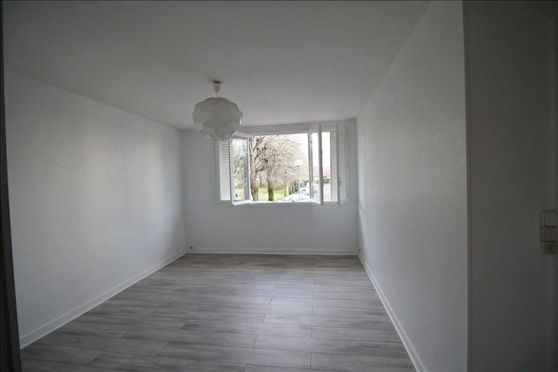 Rental apartment Le pecq 1050€ CC - Picture 1