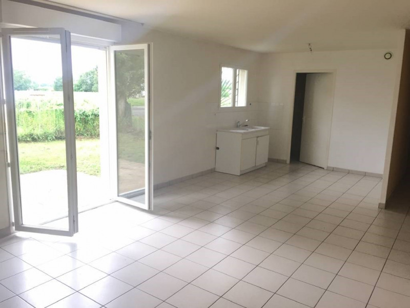 Location appartement Saint-andre-de-cubzac 722€ CC - Photo 2