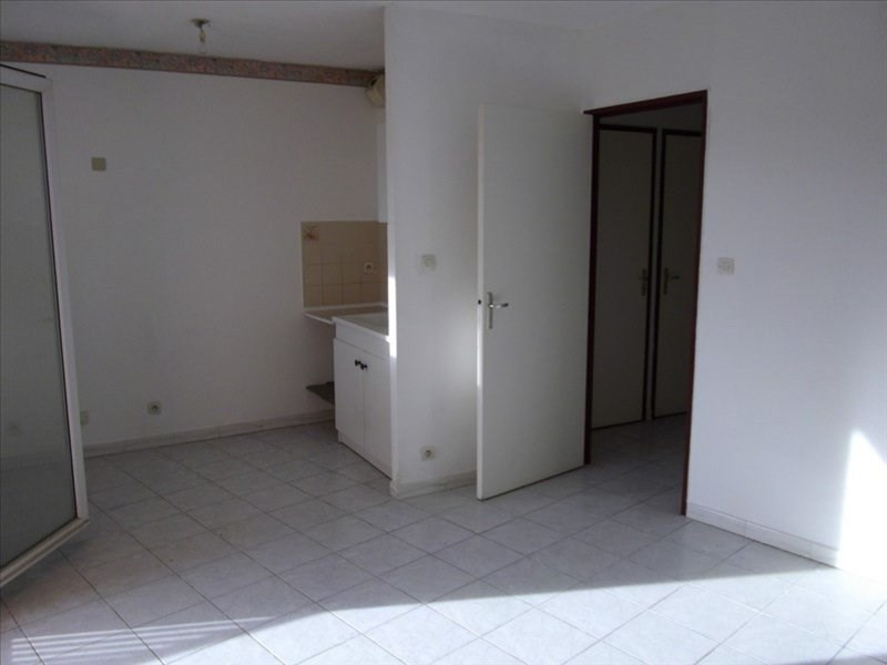 Location appartement Six fours les plages 620€ CC - Photo 2